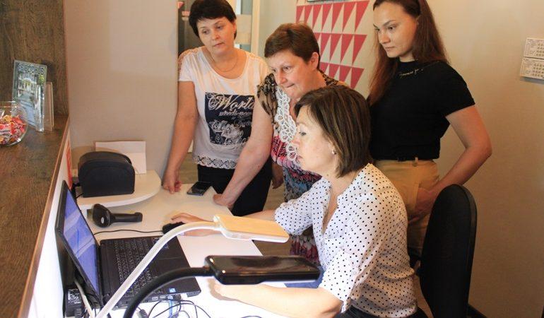 Запорізькі бібліотекарі поділилися досвідом Е-книги з маріупольськими колегами