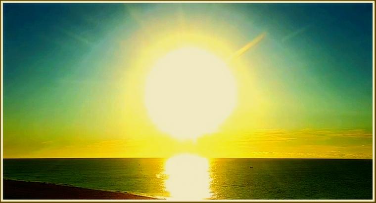 В Запорожской области над морем взошло белое солнце (фото)