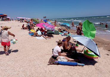 На Азовском море в Счастливцево шторм. Медуз нет (фото, видео)
