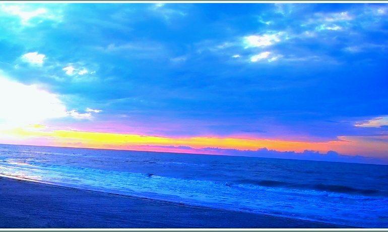 Ранее утро на море в Запорожской области (фото)
