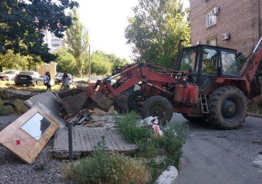 В Запорожье ликвидировали стихийную свалку (фото)