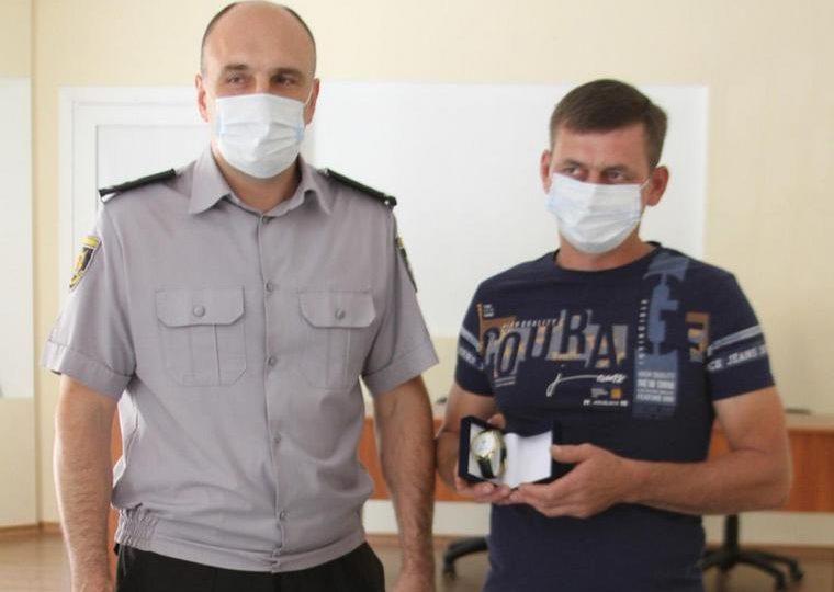 В Запорізькій області поліція подякувала громадянину за допомогу