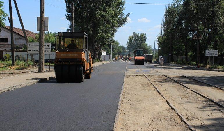 В Запорожье ремонтируют дорогу между путепроводами Калибровая-I и Калибровая-II