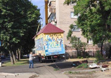 В Запорожье демонтировали незаконный киоск