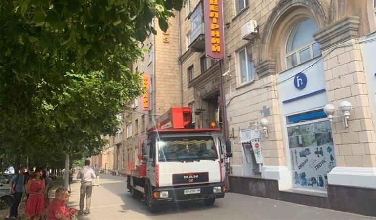 Улицы Запорожья очищают от незаконных рекламных  конструкция