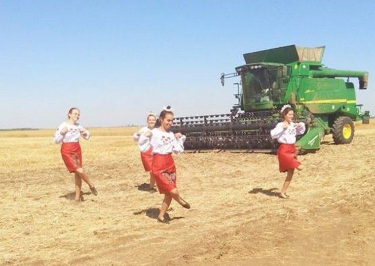 В запорожском селе отпраздновали завершение жатвы