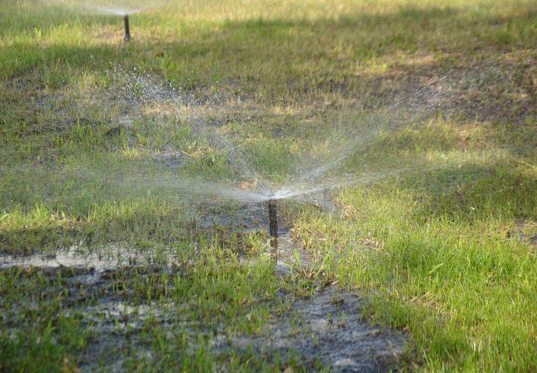 В Энергодаре на набережной появилась современная система полива