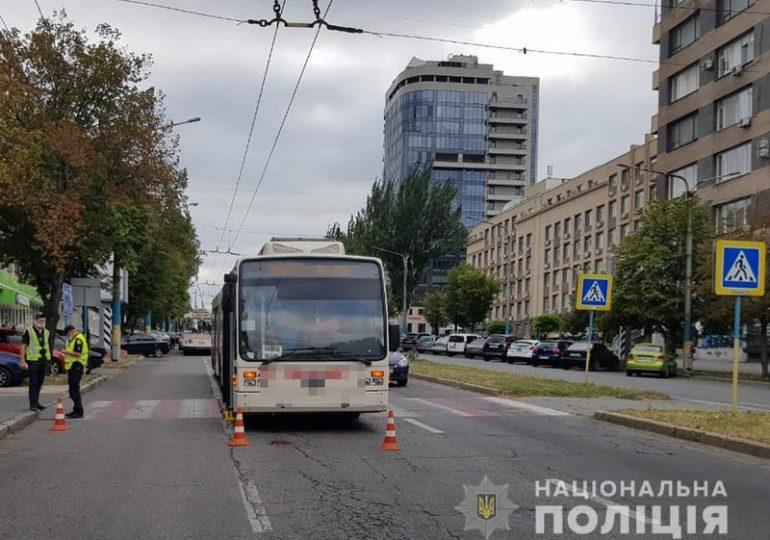 У Запоріжжі поліція розслідує обставини ДТП за участю водія тролейбусу