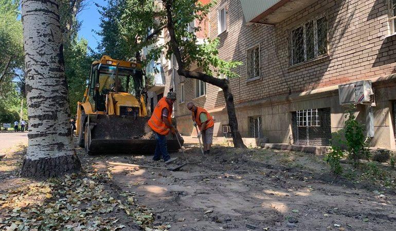 В Запорожье на улице Нижнеднепровской начат капитальный ремонт тротуаров