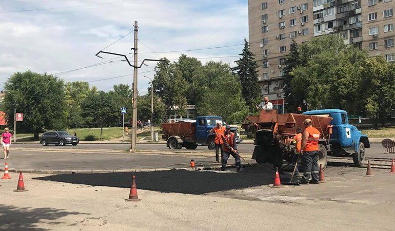 В Вознесеновском районе Запорожья дорожные работы в самом разгаре