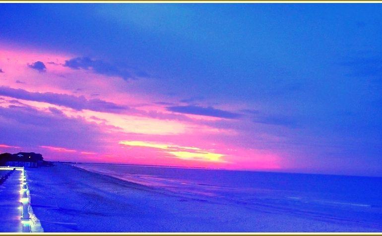 В Запорожской области на море наступило розово-синее утро