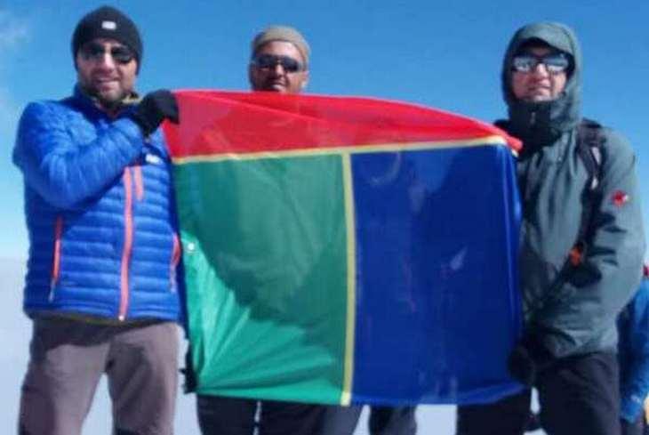 Флаг города из Запорожской области подняли на вершине легендарной горы Арарат