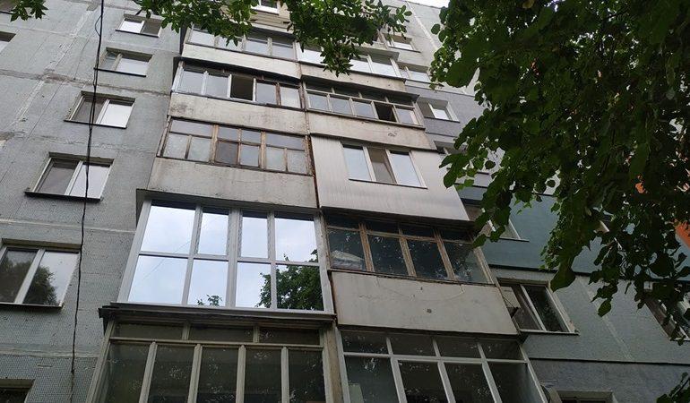 В Запорожье ремонтируют очередной многоквартирный дом