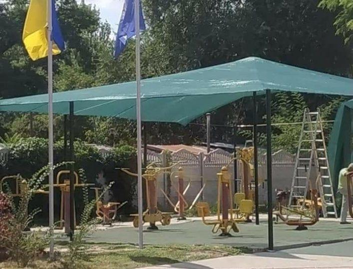 В Мелитополе уличные тренажеры оборудовали навесами