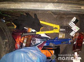 У Бердянському районі оперативники затримали озброєних крадіїв