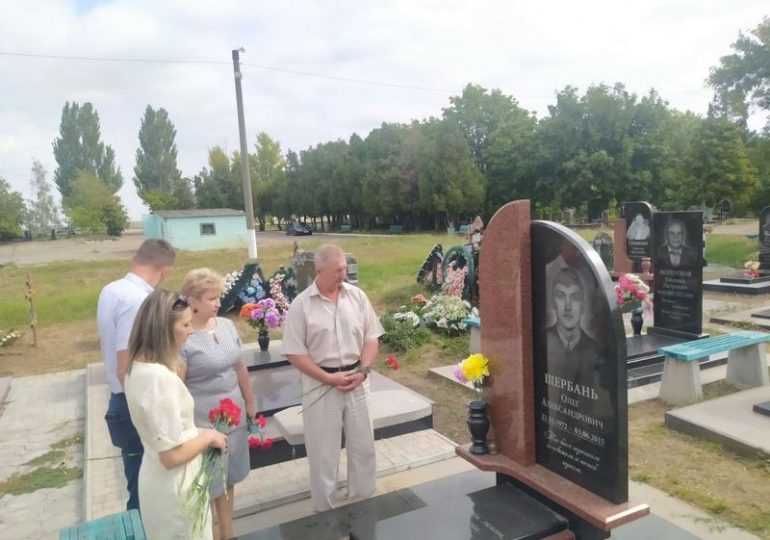 Бердянці вшановують пам'ять захисників України