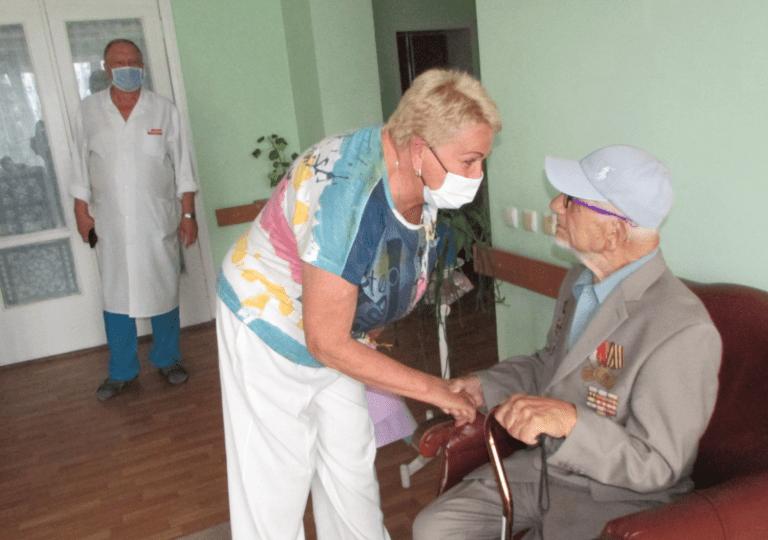 В Бердянске ветерана поздравили с 95-летием