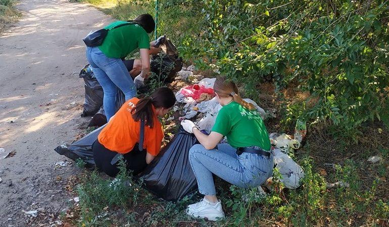 В Запорожье ликвидируют стихийные свалки мусора