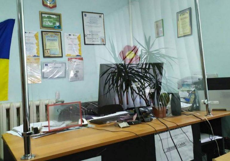 В Бердянске Центр предоставления админуслуг получил защитные экраны