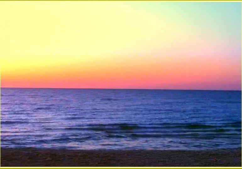 Море в запорожской Кирилловке перед восходом солнца