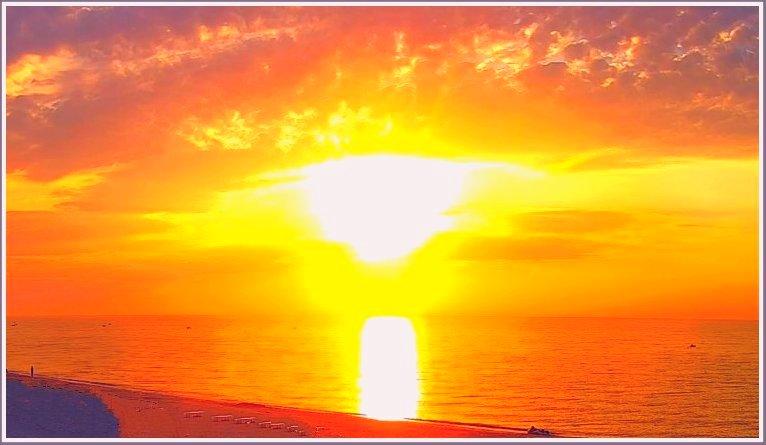 Красный восход солнца на море в Запорожской области (фото)