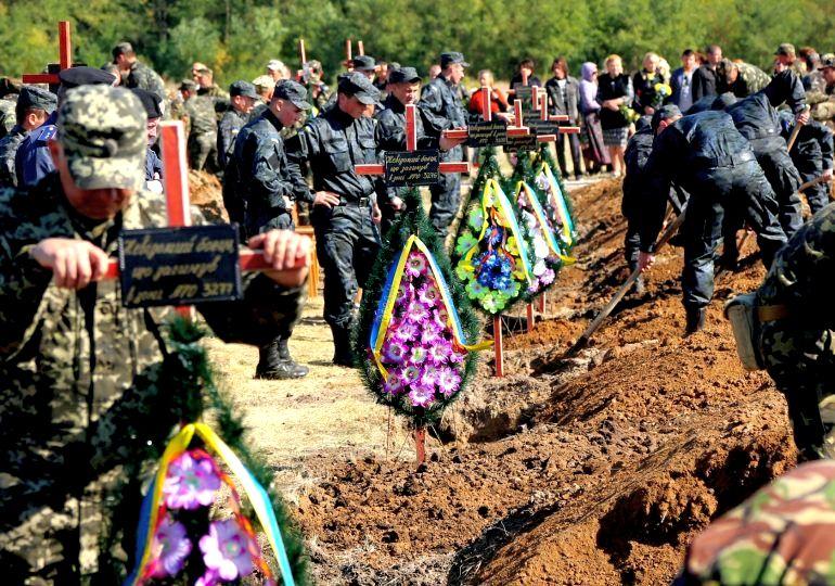 На Кушугумском кладбище состоялась церемония прощания с 54 неизвестными солдатами, погибшими в зоне АТО (фото 2014 год )