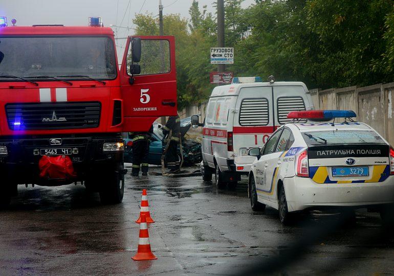 В Запорожье возле Осипенковского кладбища произошло ДТП (фото)