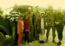 Запорожский волонтер передал пограничникам автомобиль ГАЗ-69