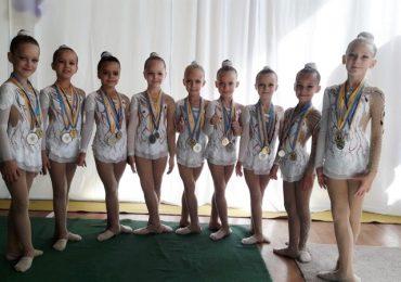 Юные гимнастки из Запорожья завоевали серебряную и бронзовые медали чемпионата Украины