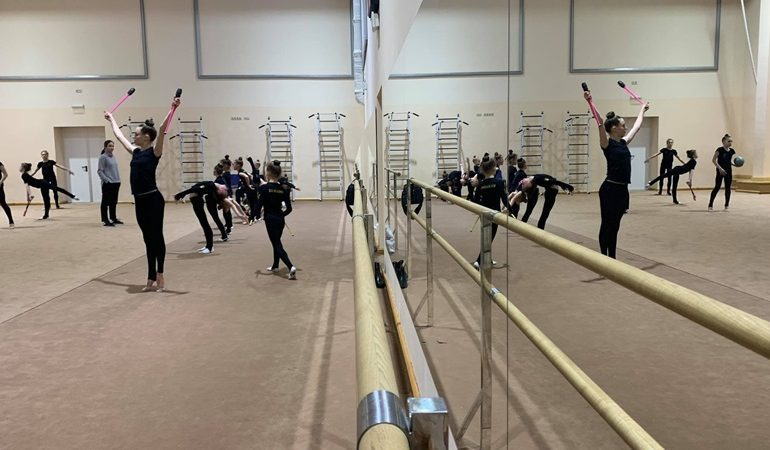 В Запорожье спортшколы получили сертификаты на покупку спортивной формы и инвентаря