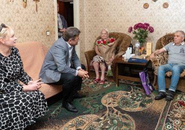 В Запорожье поздравили с 90-летием ветерана