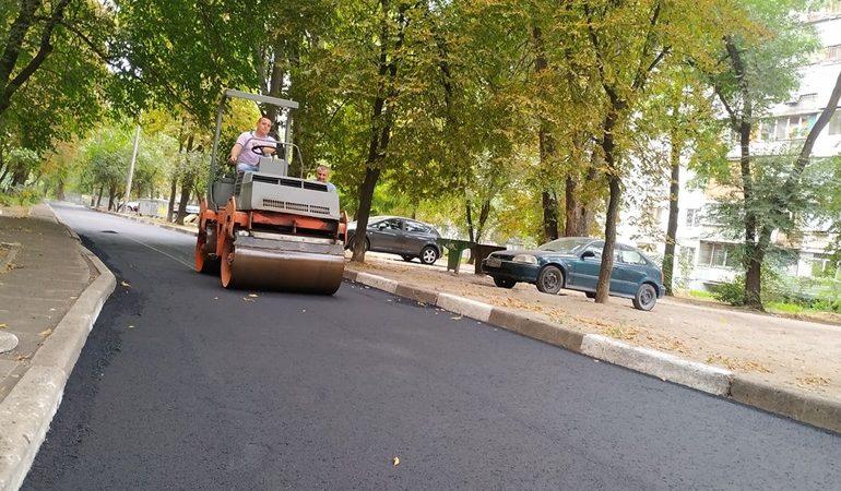 В Запорожье ремонтируют внутриквартальные дороги