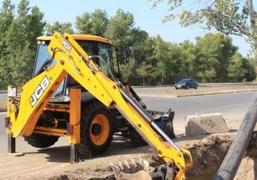 В Запорожье ведется замена старого водопровода