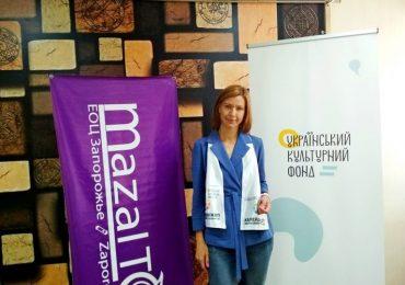 Модельер Юлия Зверкова учит шить наряды людей с инвалидностью (видео)