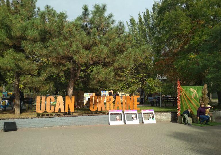 Екологія в арт-об'єктах. У Запоріжжі відбулася інтерактивна виставка Ucan Ukraine