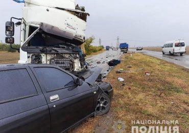 На Запоріжжі поліція встановлює обставини смертельної ДТП за участю трьох автомобілів