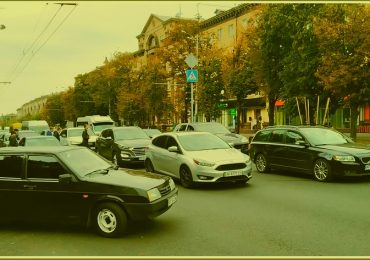 В Запорожье застопорилось  движение иномарок по главному проспекту (фото)