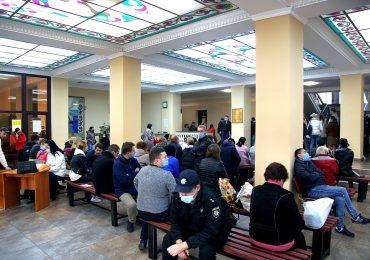 Запорожский горсовет забит представителями участковых комиссий