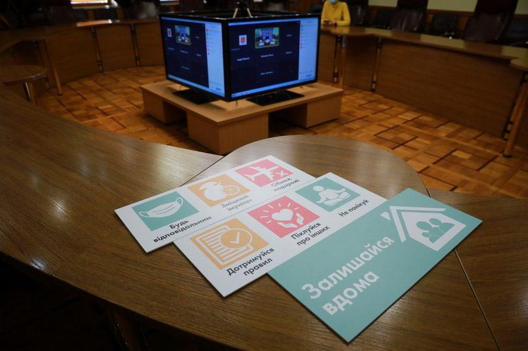 Новорічні містечка у Запоріжжі працюватимуть, але без смаколиків