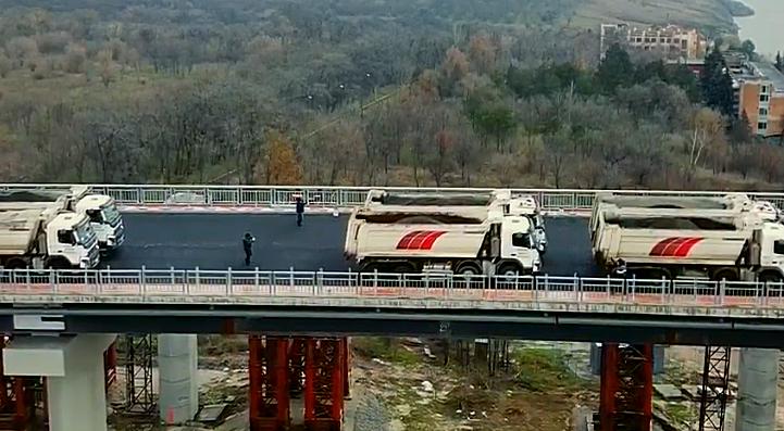Випробування споруди № 5 Автотранспортної магістралі через річку Дніпро у Запоріжжі (відео)