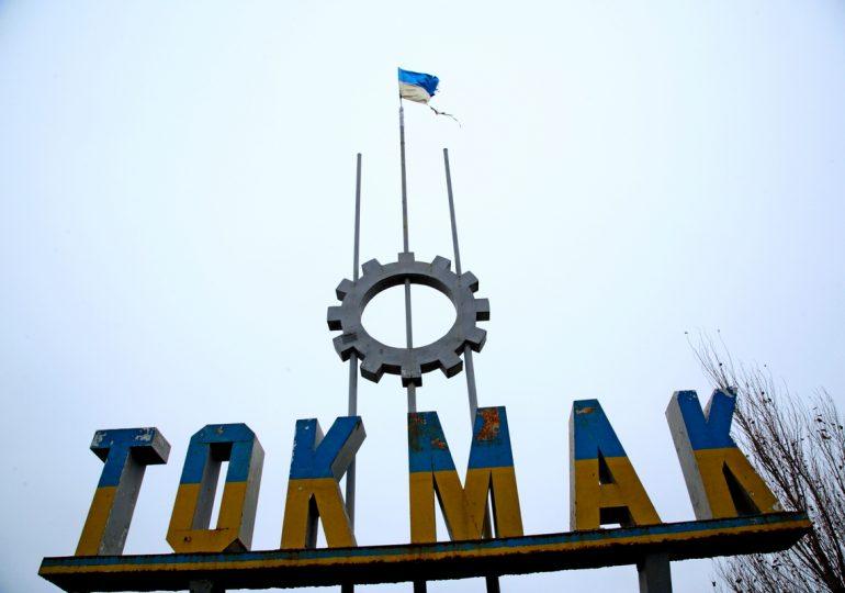 Кто ответит за потрепанный флаг Украины на вьезде в Токмак (фото)