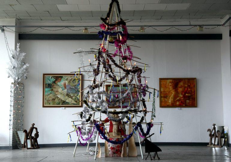 Запорізькі художники демонструють «Різдвяний настрій»