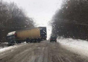У Запорізькій області рятувальники надали допомогу водіям вантажівок
