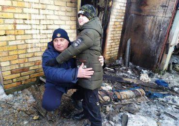 У Запоріжжі вогнеборець поза службою врятував на пожежі дитину