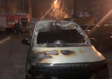 У Мелітополі вночі горіли дві автівки