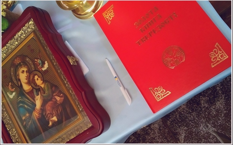 В Запорожье в храме появилась Золотая книга трезвости