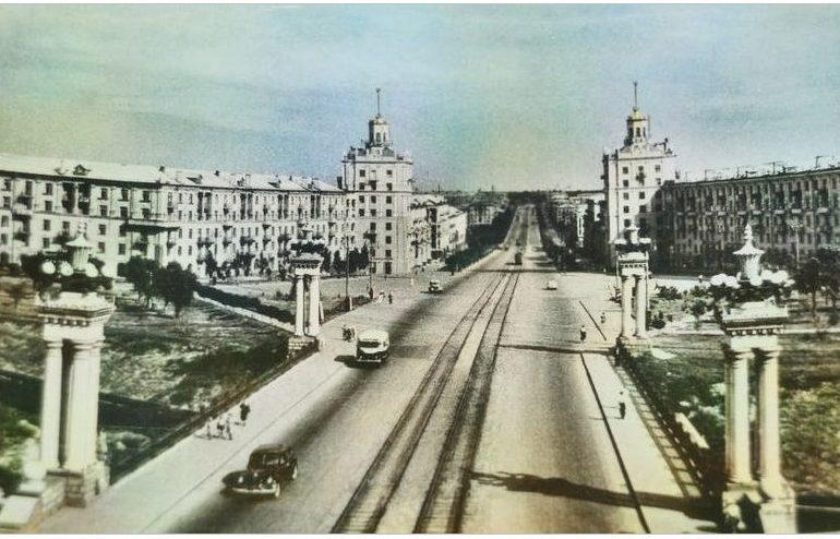 Запорожье на старых открытках: главный проспект города, 1955 год